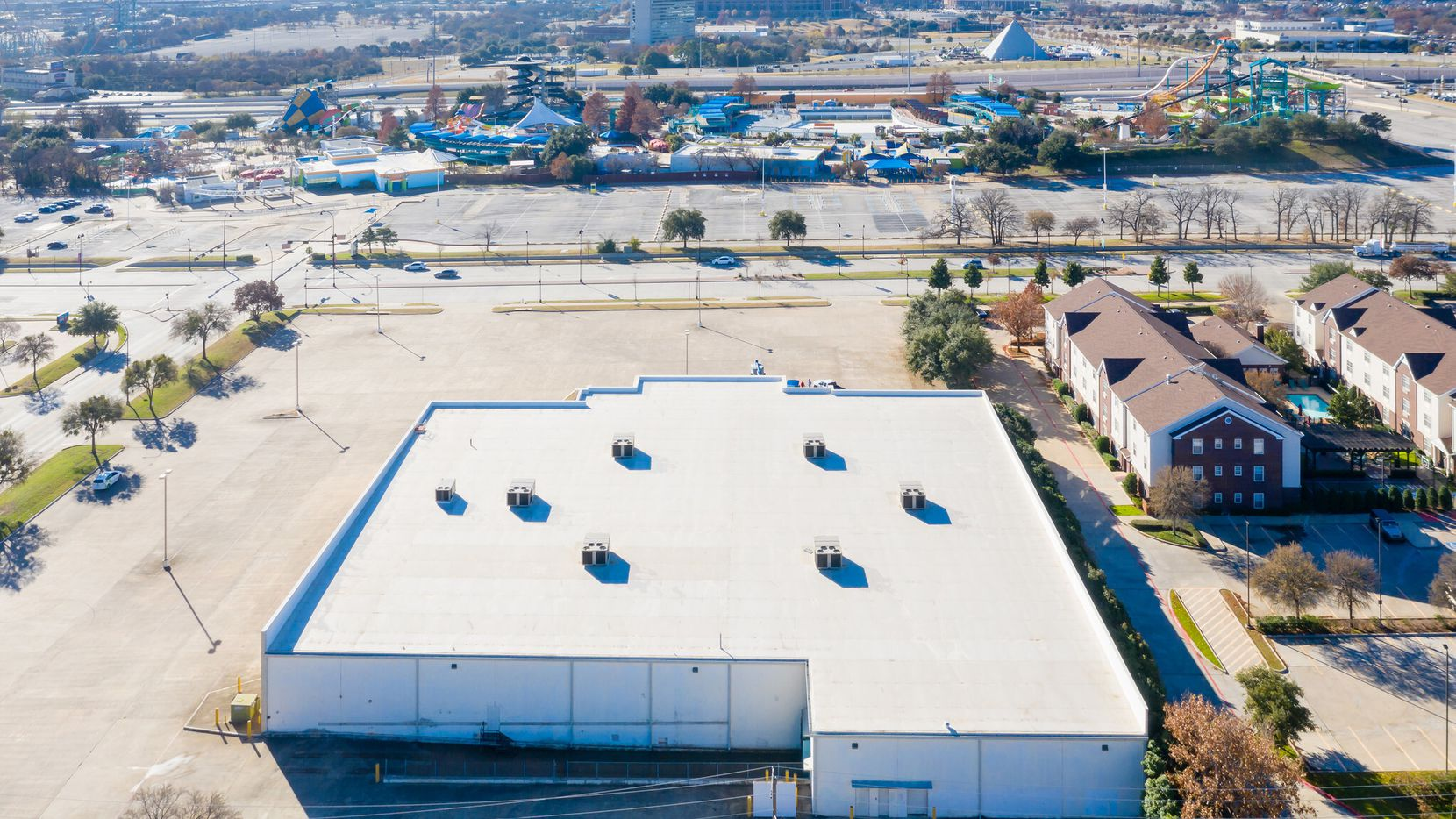 An Arllington commercial building near Interstate 30 sold for a new police substation, evidence storage and crime lab facility.