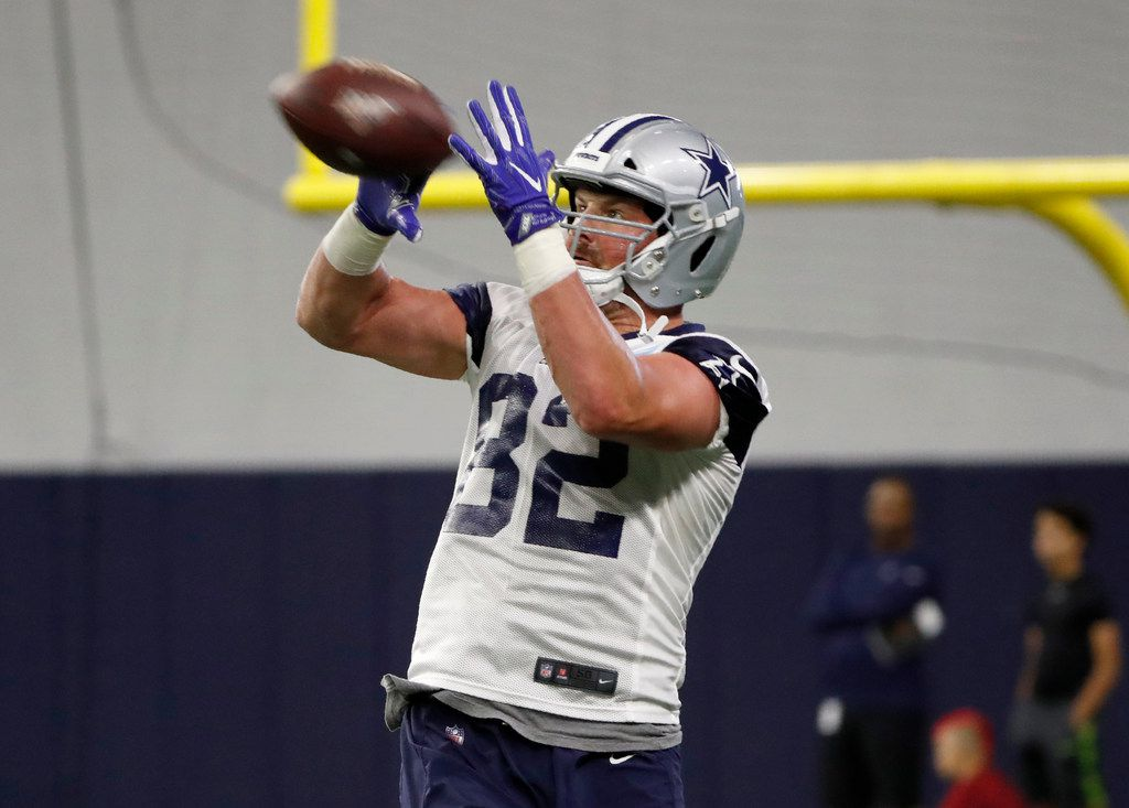 Dallas Cowboys tight end Jason Witten (82) reaches up to make a catch during drills at the team's NFL football training facility in Frisco, Texas, Tuesday, June 11, 2019. (AP Photo/Tony Gutierrez)