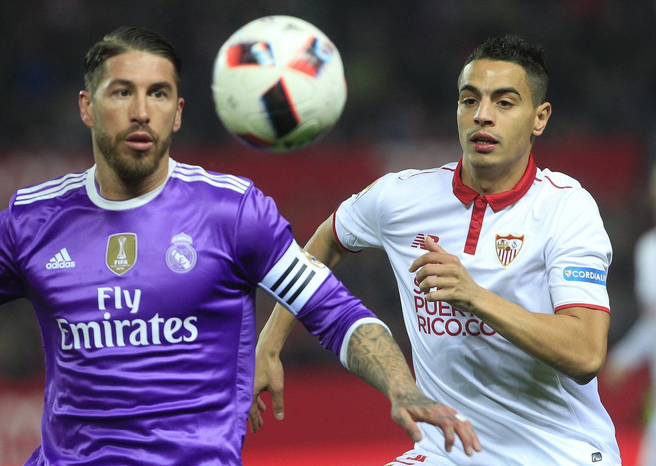 Sergio Ramos (izq.) y el Madrid eliminaron al Sevilla en octavos. (AP/An gel Fernandez)
