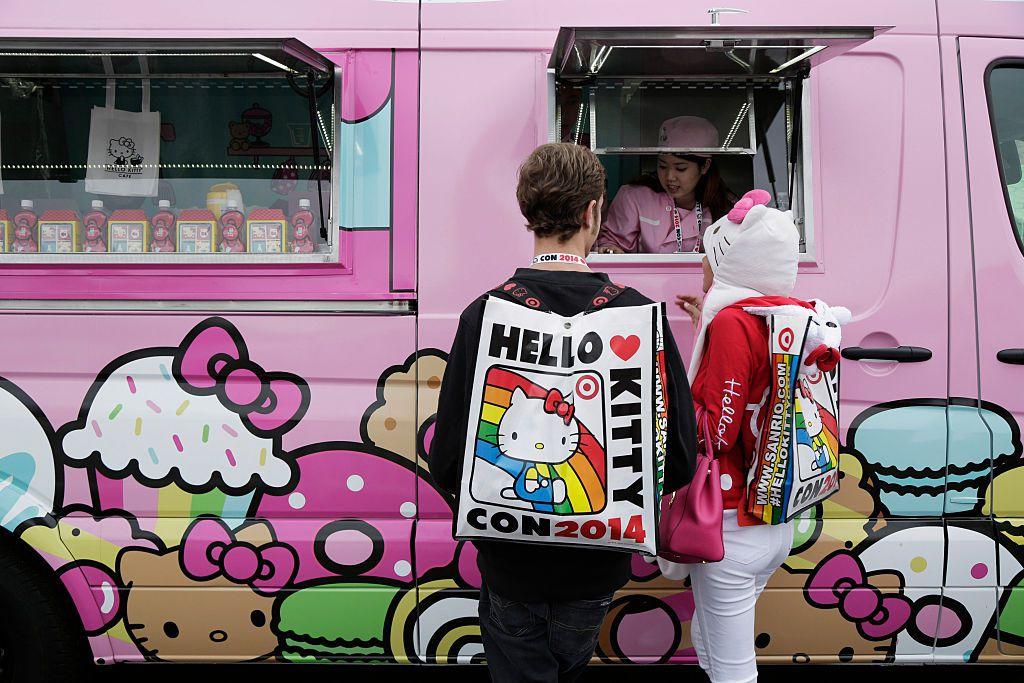 Inspirado en el famoso personaje japonés, el Hello Kitty Cafe Truck vende dulces como macarons, minipasteles y galletas/GETTY IMAGES