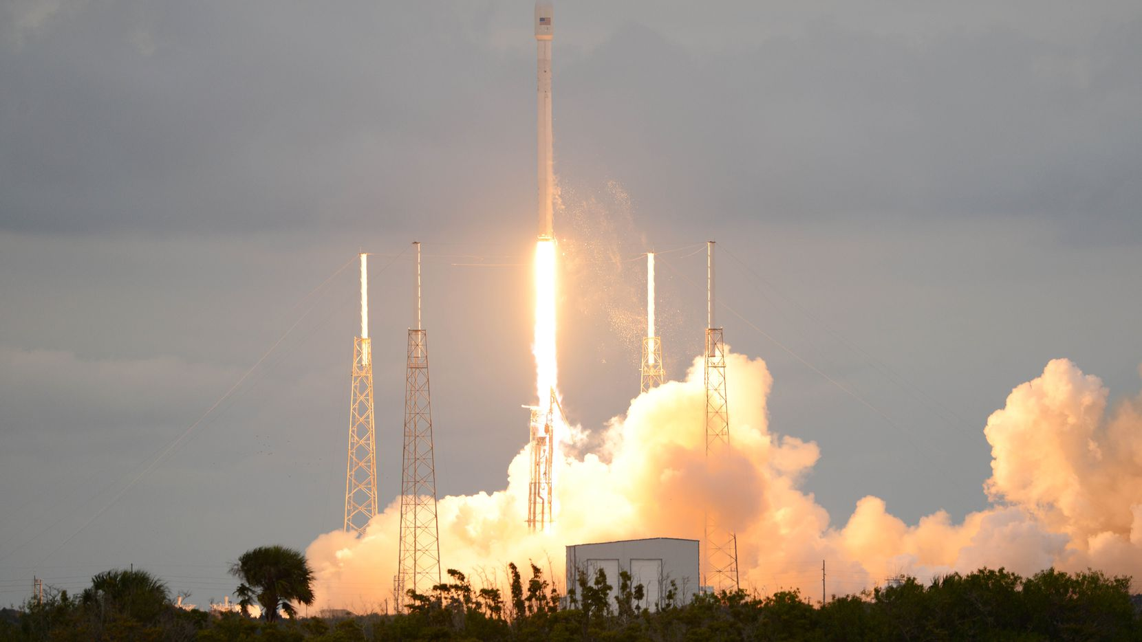 A SpaceX Falcon 9 rocket lifts off from Cape Canaveral Air Force Station Monday, Jan. 6, 2014.  The rocket is carrying the THAICOM 6 telecommunications satellite.  (AP Photo/Florida Today, Craig Bailey)  NO SALES