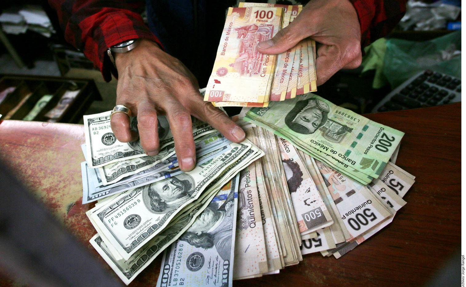 El envío de remesas a México desde Estados Unidos ha crecido en 18% en los últimos tres años, según el Banco Mundial.(AGENCIA REFORMA)
