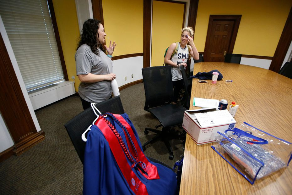 Wendy Birdsall (left) talks to Isabella de Cardenas before her class at Dallas Hall on Friday.