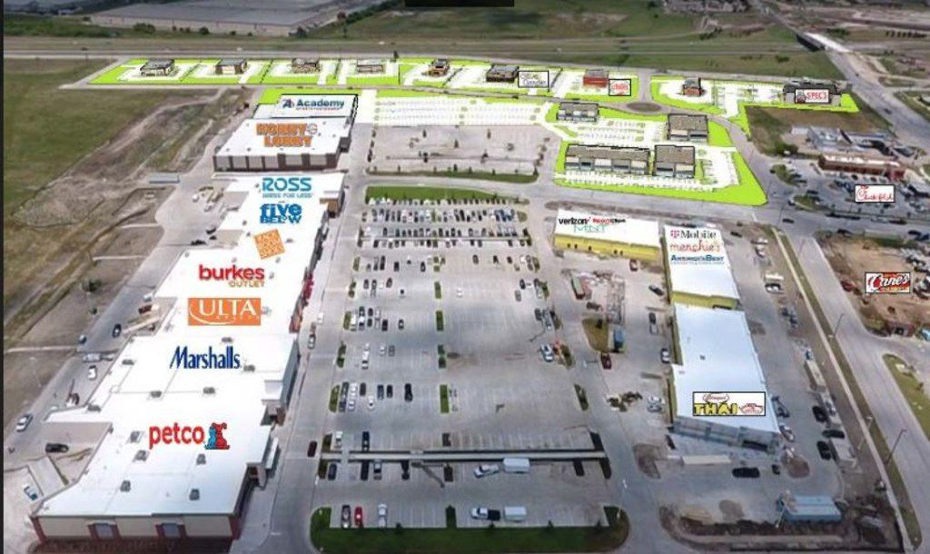 Crossroads at Terrell, developed by RealtyLink & Oakridge Investments, has opened its first batch of new stores. The 275,000-square-foot shopping center is on the northwest corner of Interstate 20 and FM 148 in Terrell.