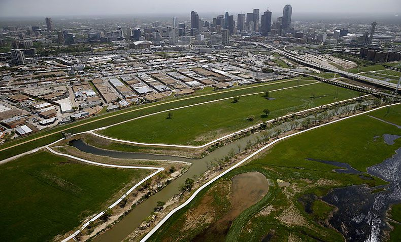 A toll road between the Trinity River levees near downtown Dallas would worsen congestion on key freeway routes used by southern Dallas residents, including portions of Interstate 45 and U.S. Highway 175, a federal study says.