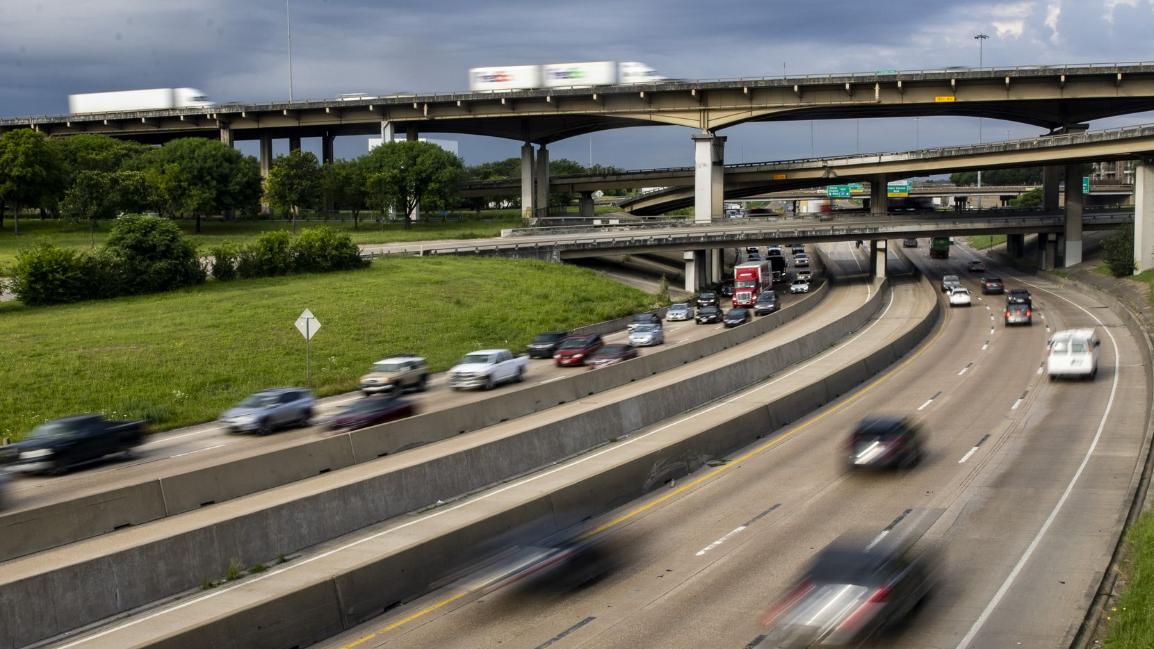 People make their way through morning rush hour on eastbound Interstate 30 in Dallas on Friday, June 4, 2021. The Texas Department of Transportation is set to this month unveil plans for two of the city's major interstates: 30 and 345. The goal for both projects is to restitch of city's underserved communities with more vibrant parts. The decades-long projects will bring together South Dallas, Fair Park, Deep Ellum and downtown. (Lynda M. González/The Dallas Morning News)