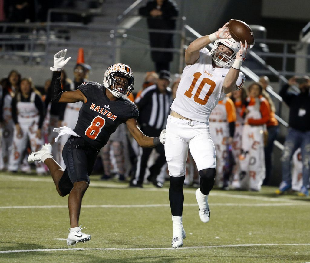 Arlington Bowie Ty DeArman (10) catches a touchdown pass in front of Haltom's Julian Johnson (8) during the first half of their Class 6A Division II first-round playoff football game in North Richland Hills on Nov. 16, 2018. (Michael Ainsworth/Special Contributor)
