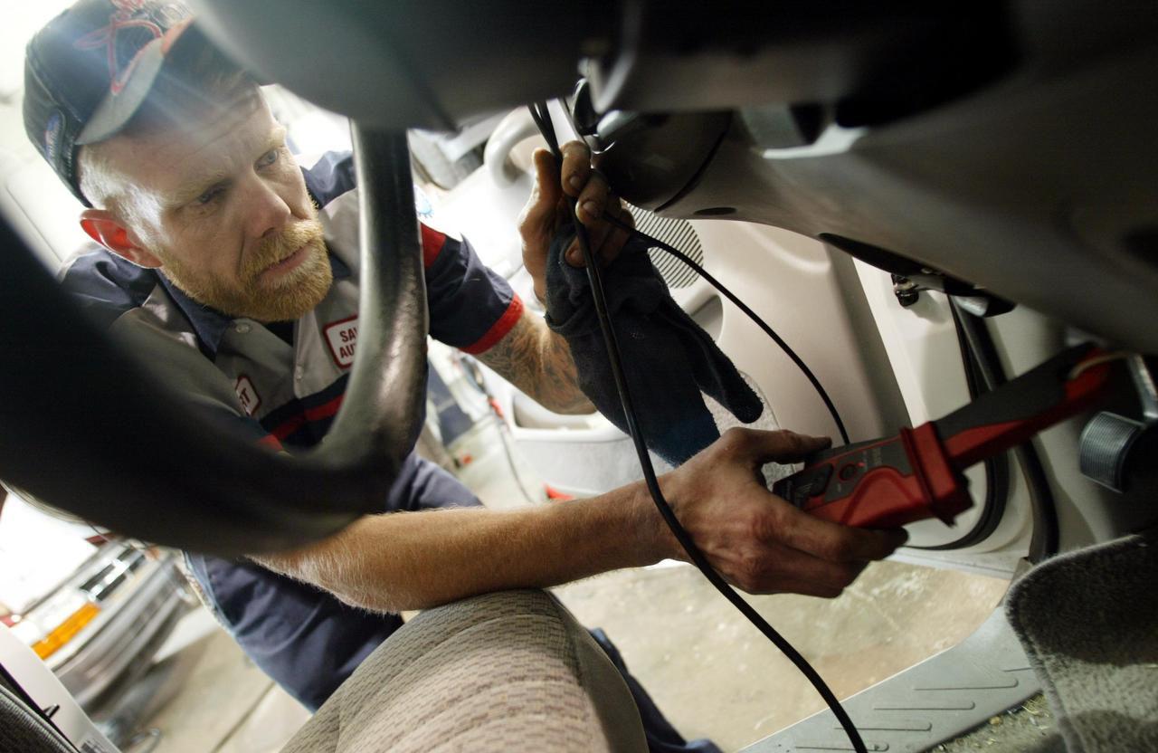Si su vehículo no pasa la inspección de emisiones podría ser candidato para recibir un voucher. (ARCHIVO/DMN)