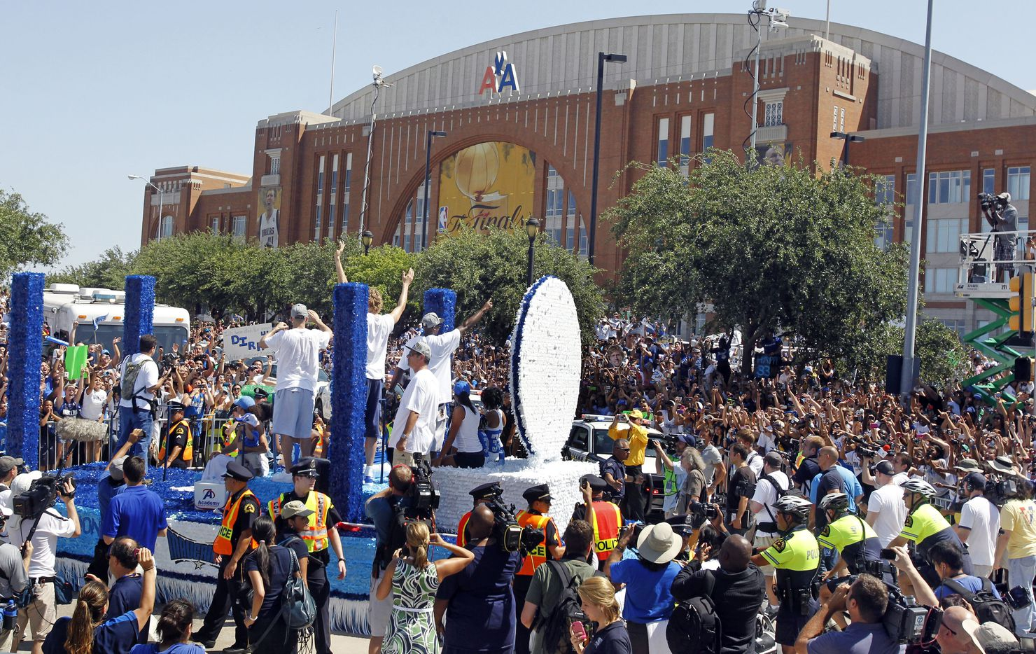A float carrying Jason Kidd, Dirk Nowitzki and Jason terry passes in front of the American Airlines Center during the Dallas Mavericks victory parade and celebration in Dallas on Thursday, June 16, 2011.   (Louis DeLuca/The Dallas Morning News) / mavsmavsmavs /