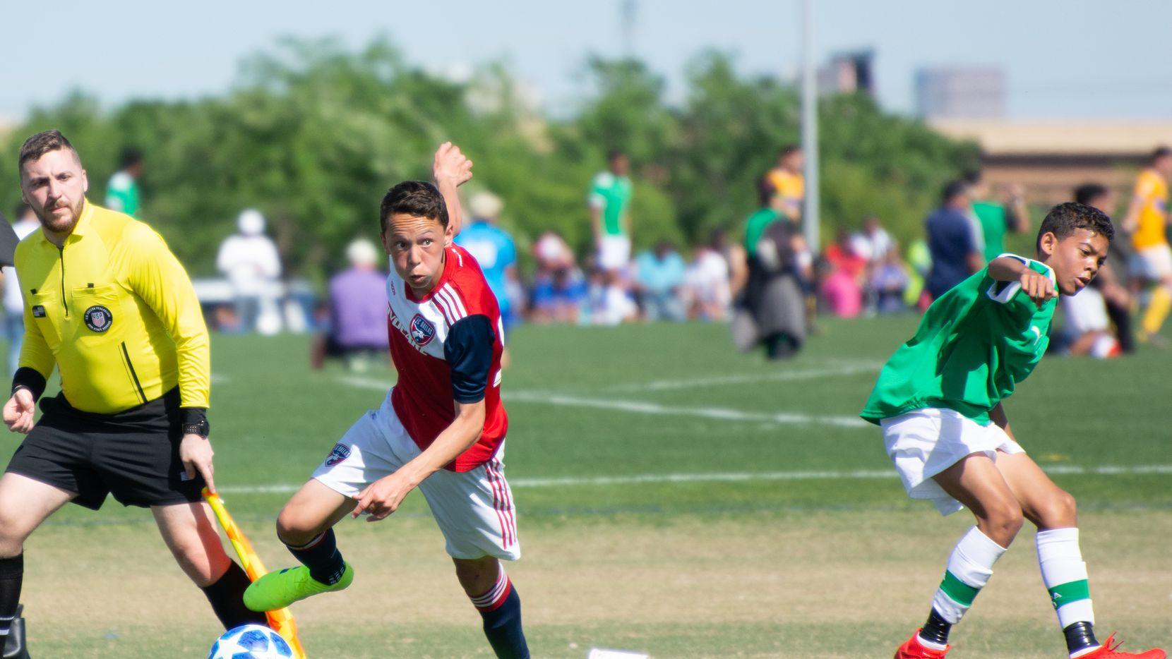 Cristian Gallo of the FC Dallas Academy U14s takes on Ikapa United in the 2019 Dallas Cup Super 14s.
