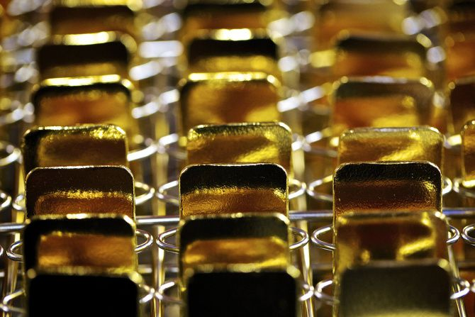 Precious metals scammers have been targeting senior citizens who may be anxious about keeping their money in the stock market vs. liquidating it and putting it in gold or silver.