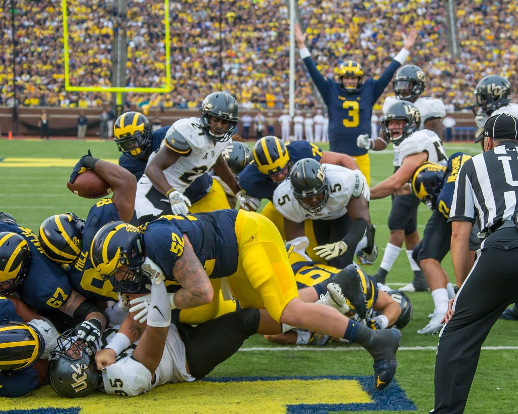 DETROIT, MI - SEPTEMBER 10: Fullback Khalid Hill #80 of the Michigan Wolverines scores a touchdown in the first quarter during a college football game against the UCF Knights at Michigan Stadium on September 10, 2016 in Ann Arbor, Michigan. (Photo by Dave Reginek/Getty Images)