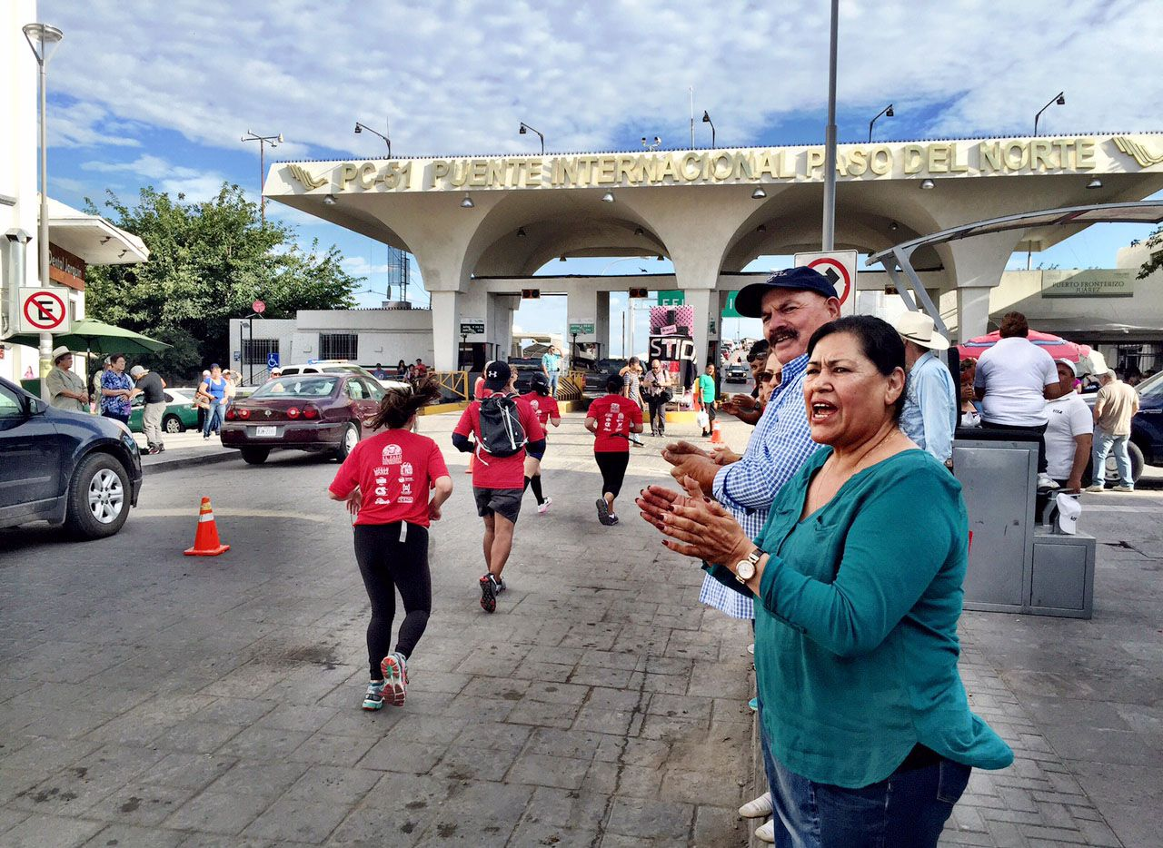 Well-wishers clapped Saturday as runners sprinted along Avenida Juárez in Ciudad Juárez on their return to El Paso by way of the Santa Fe International Bridge
