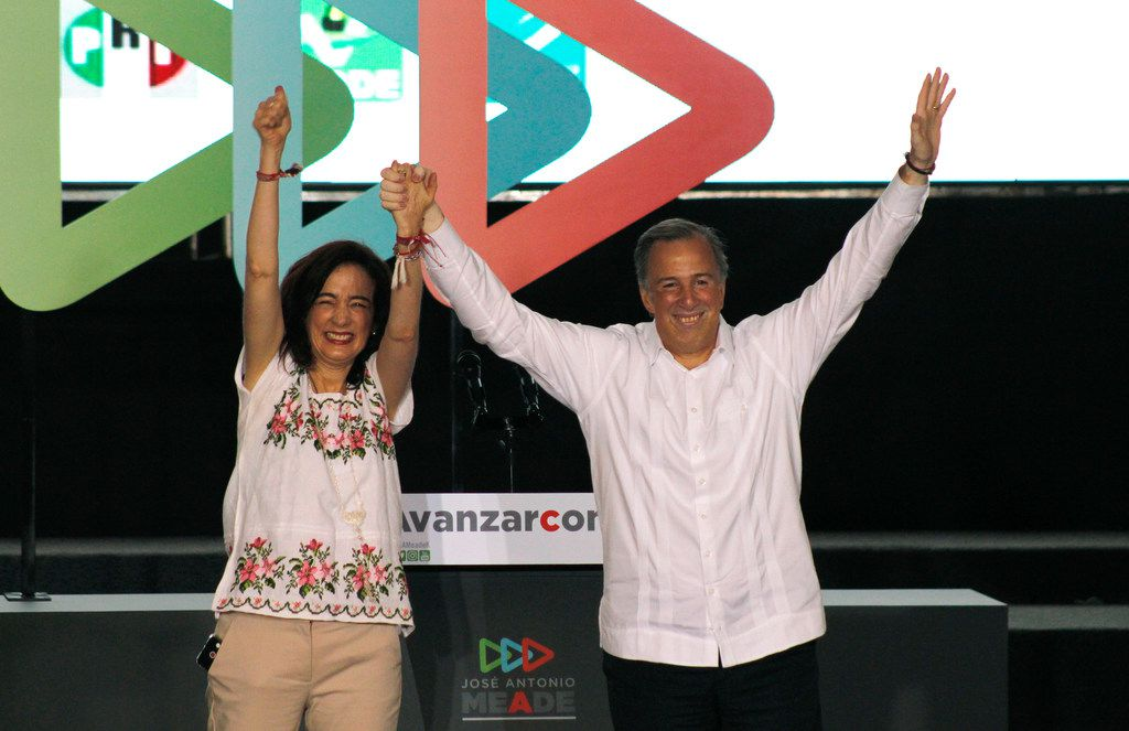Presidential candidate Jose Antonio Meade of the Institutional Revolutionary Party (PRI), and his wife, Juana Cuevas, during a campaign rally in Merida, Mexico, on Sunday.
