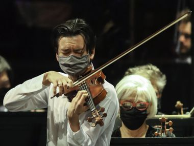 Violinist Stefan Jackiw performs with the Fort Worth Symphony Orchestra at the Will Rogers Memorial Auditorium in Fort Worth on Jan. 8.