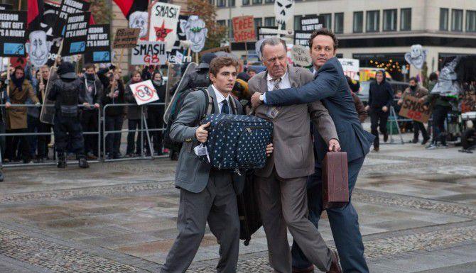 """Vince Vaughn (der.), Tom Wilkinson y David Franco protagonizan la comedia """"Unfinished Business"""". (TNS/20th CENTURY FOX)"""