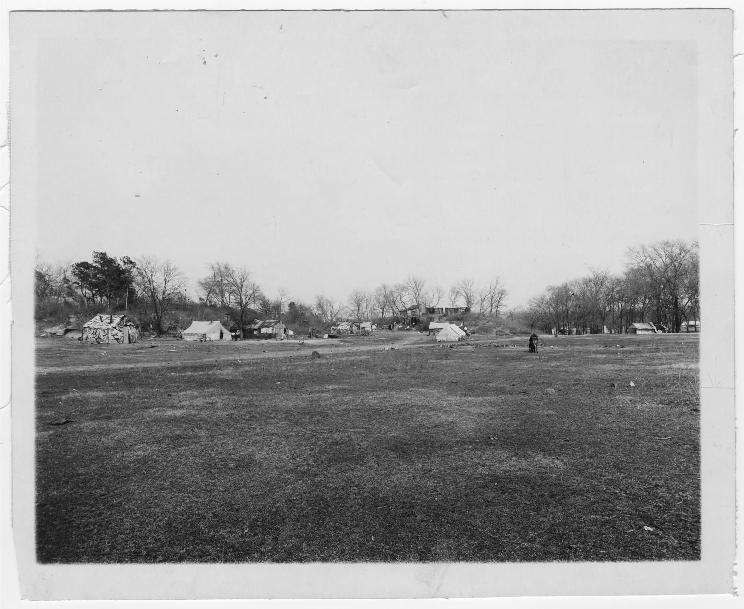 Photograph of Woodchuck Hill's hovels, 1910. Courtesy of Dallas Municipal Archives, provided by University of North Texas' Portal to Texas History.