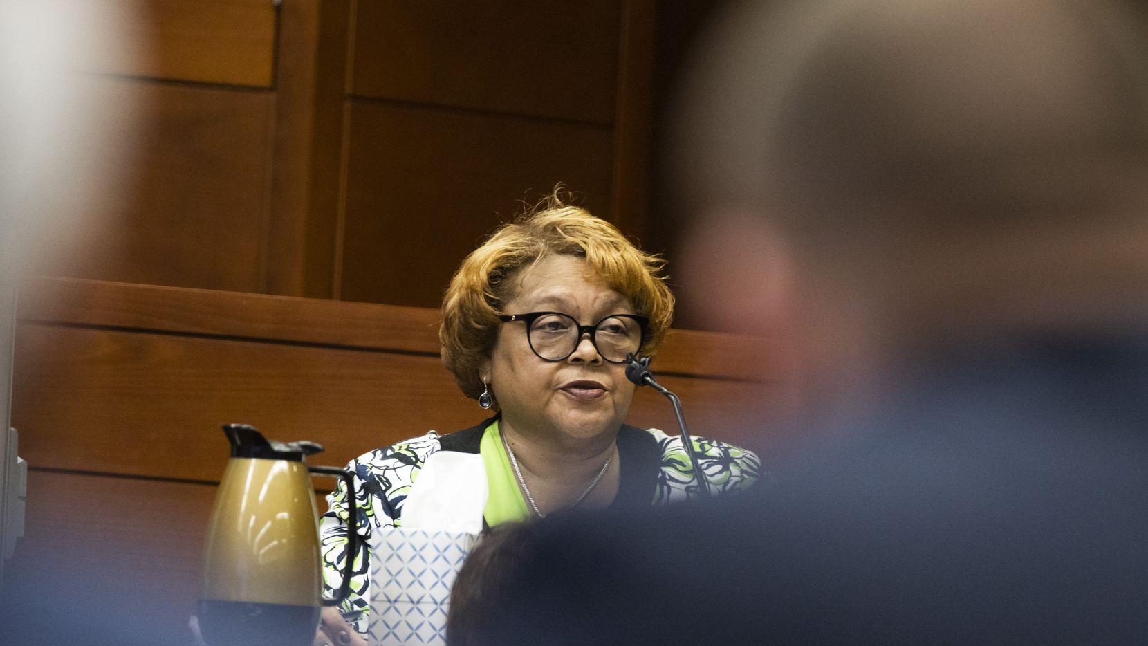 La directora de la Oficina de Elecciones de Dallas, Toni Pippins-Poole, testificó durante una audiencia para pedir la reapertura del proceso de conteo en 44 casillas electorales.