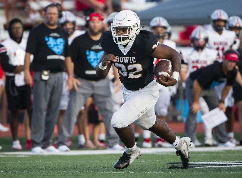 Arlington Bowie running back Marsaillus Sims (32) runs the ball during the first quarter of a high school football game between Flower Mound Marcus and Arlington Bowie on Thursday, August 29, 2019 at Wilemon Field in Arlington. (Ashley Landis/The Dallas Morning News)