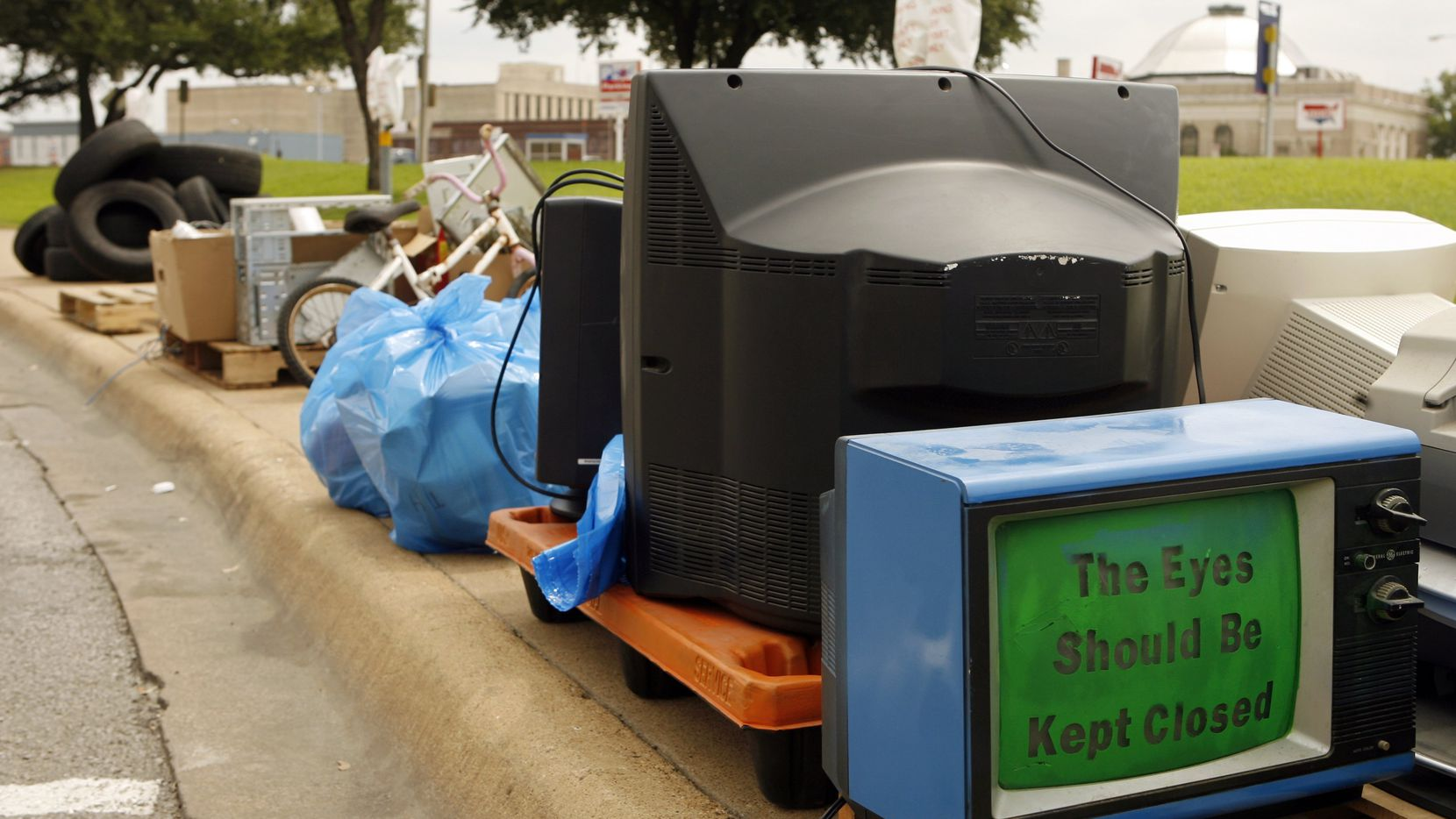 """Cities around Dallas-Fort Worth host a """"Chunk Your Junk"""" event semi-annually or annually. The City of Frisco will host its first """"Chunk Your Junk"""" event of the year Saturday."""