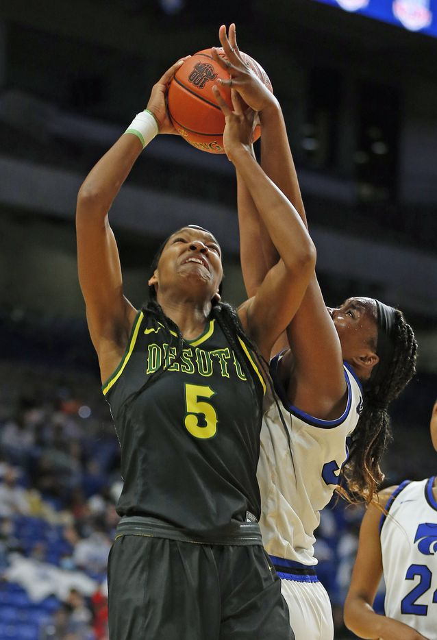 DeSoto Sa'Myah Smith #5 is found by Cypress Creek Taylor Jackson #32. DeSoto vs. Cypress Creek girls basketball Class 6A state championship game on Thursday, March 12, 2021 at the Alamodome.