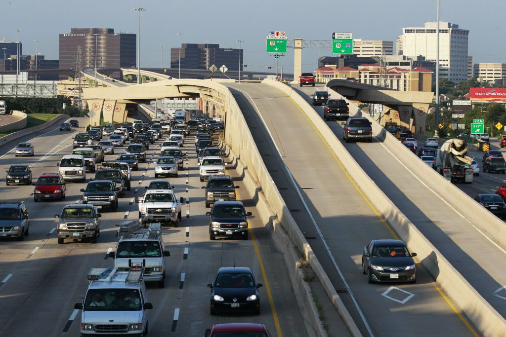 Cars pack Central Expressway's main lanes just north of LBJ Freeway, while a handful of drivers use the carpool lanes that run down the middle of the highway and connect to LBJ. (David Woo / Staff Photographer )