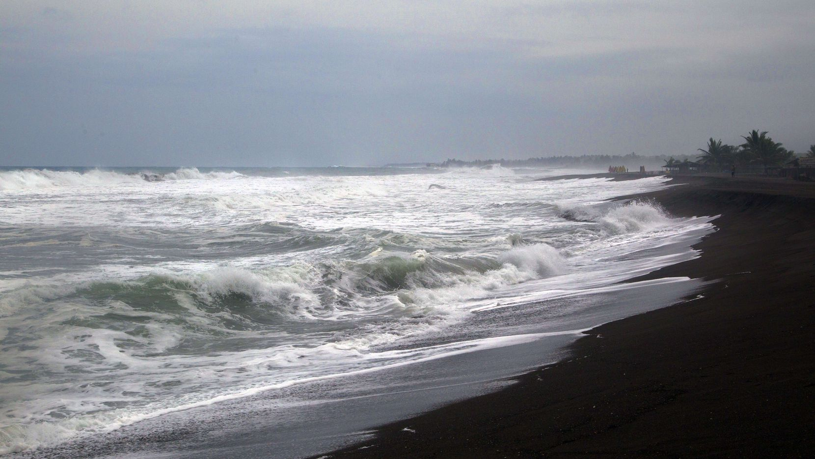 Se espera fuerte oleaje en las costas del Pacífico mexicano debido a Linda.