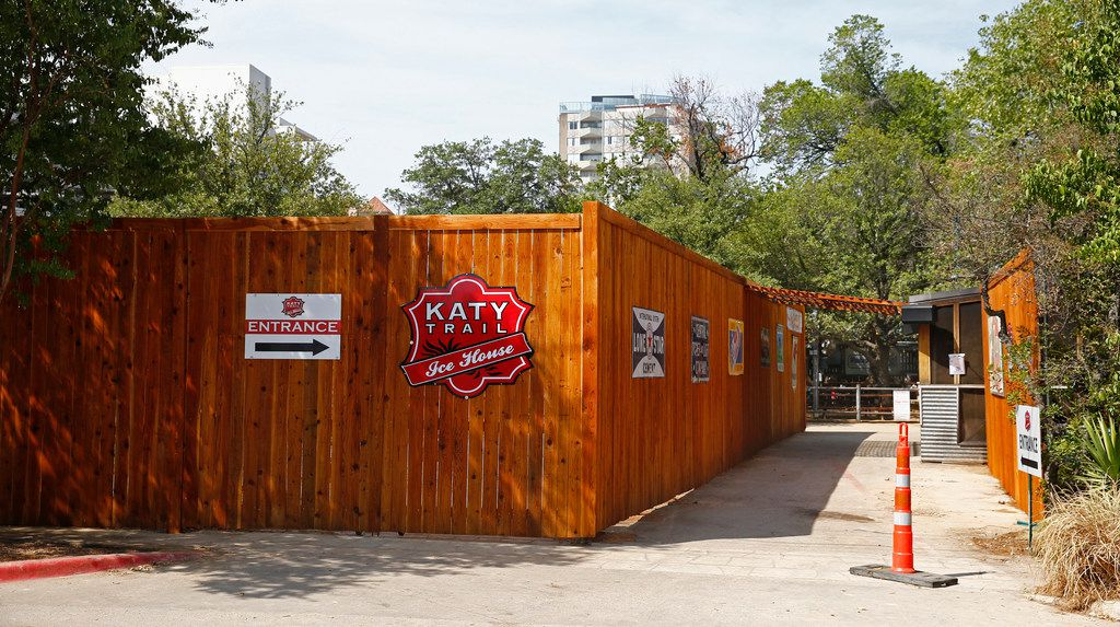 A new fence around the Katy Trail Ice House in Dallas on July 23, 2018. . (Nathan Hunsinger/The Dallas Morning News)