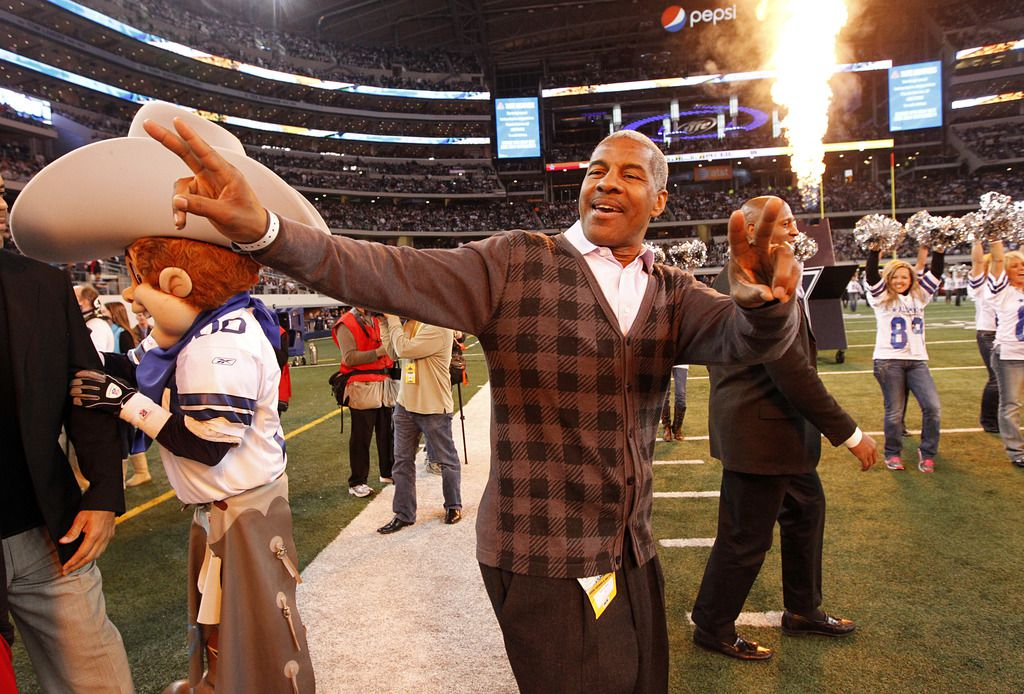 Former Dallas Cowboy Everson Walls acknowldges the cheers as he and other former players were honored during a half time ceremony at Cowboys Stadium, Sunday, December 12, 2010. (Tom Fox/The Dallas Morning News)