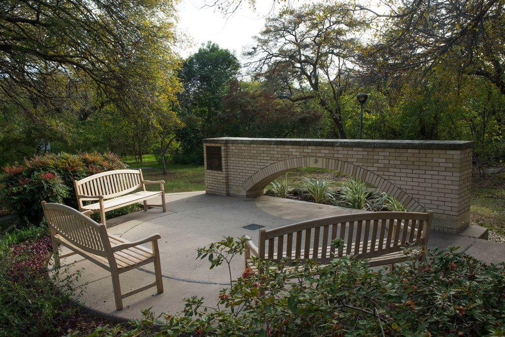Memorial Garden at the University of Texas Southwestern Medical Center in Dallas on Wednesday, November 20, 2018. (Daniel Carde/The Dallas Morning News)
