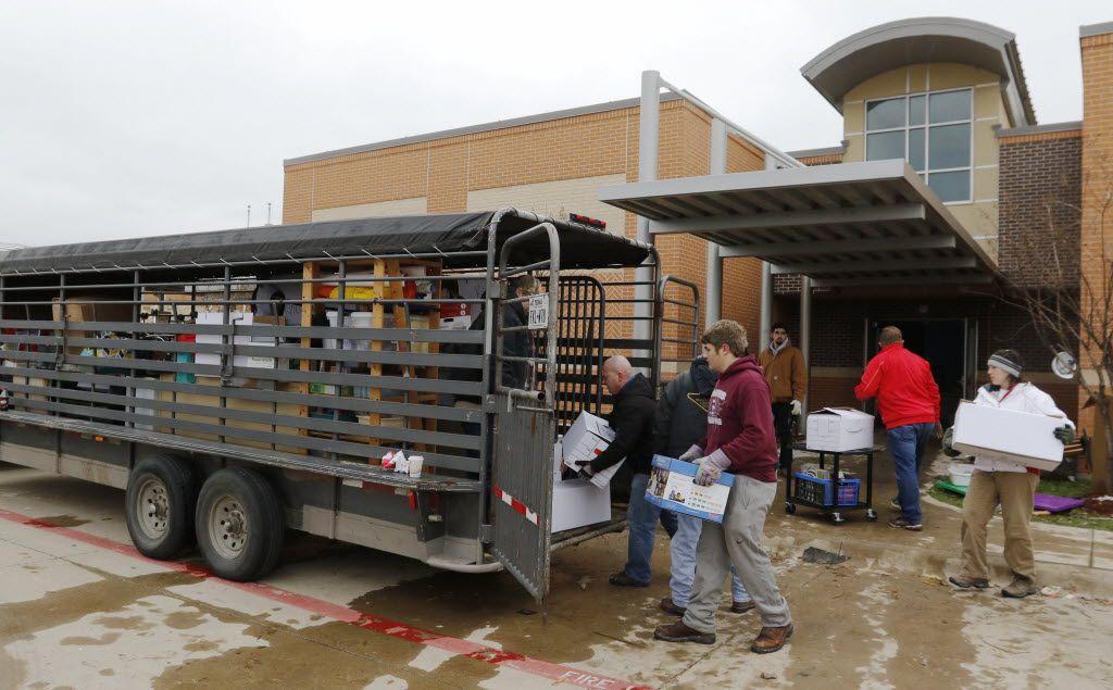 Volunteers salvaged what they could from the storm-damaged Donald T. Shields Elementary School in Red Oak and transferred it to the old vacant Red Oak Junior High School on Dec. 28, 2015. (David Woo/The Dallas Morning News)