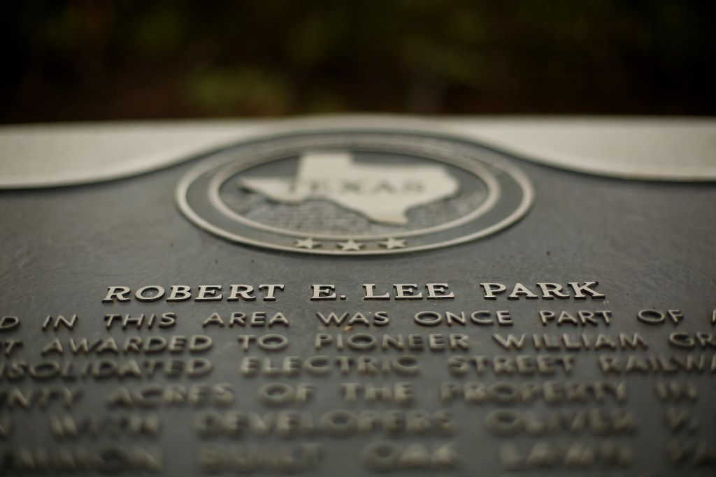A Texas Historical Commission plaque near a statue of Confederate general Robert E. Lee at Robert E. Lee Park in the Oak Lawn neighborhood of Dallas on Aug. 16, 2017.