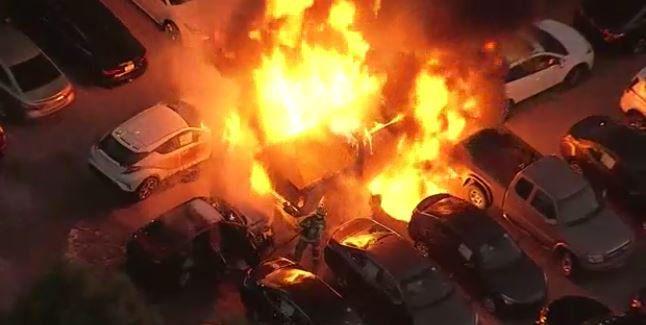 Una concesionaria Toyota se incendió el miércoles.