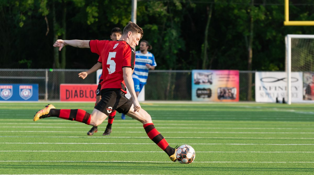 James Doyle of the Denton Diablos switches the ball against Fort Worth Vaqueros. (5-18-19)