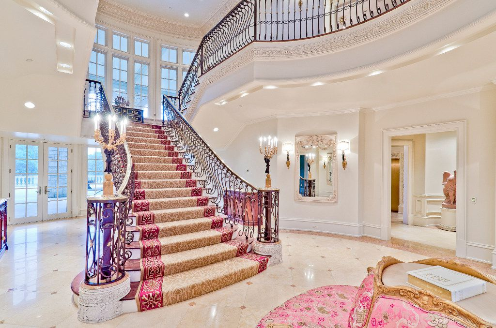 The Champ d'Or estate, is a baroque French chateau located in Hickory Creek.