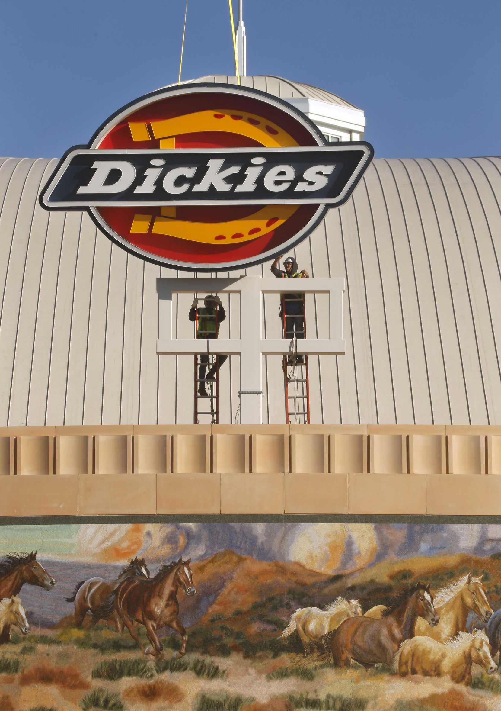 With a lift from 5 State Helicopters, a crew from SSC Signs and Lighting guided a large Dickies logo into place atop the new Dickies Arena.