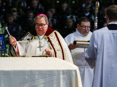 El obispo Michael Olson, de la Diócesis de Fort Worth, anunció que las iglesias de su diócesis reanudarán actividades a partir de este sábado 2 de mayo, aunque con limitaciones y restricciones en las misas.