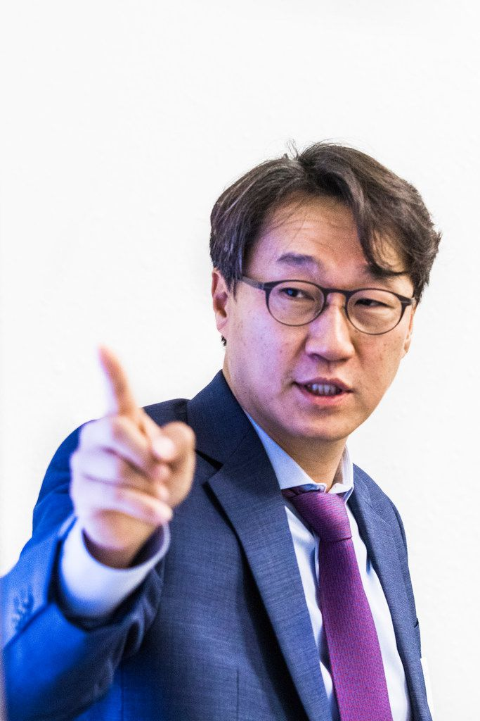 Nanotechnology expert MinJun Kim speaks to a group of people during Science in the City at SMU.