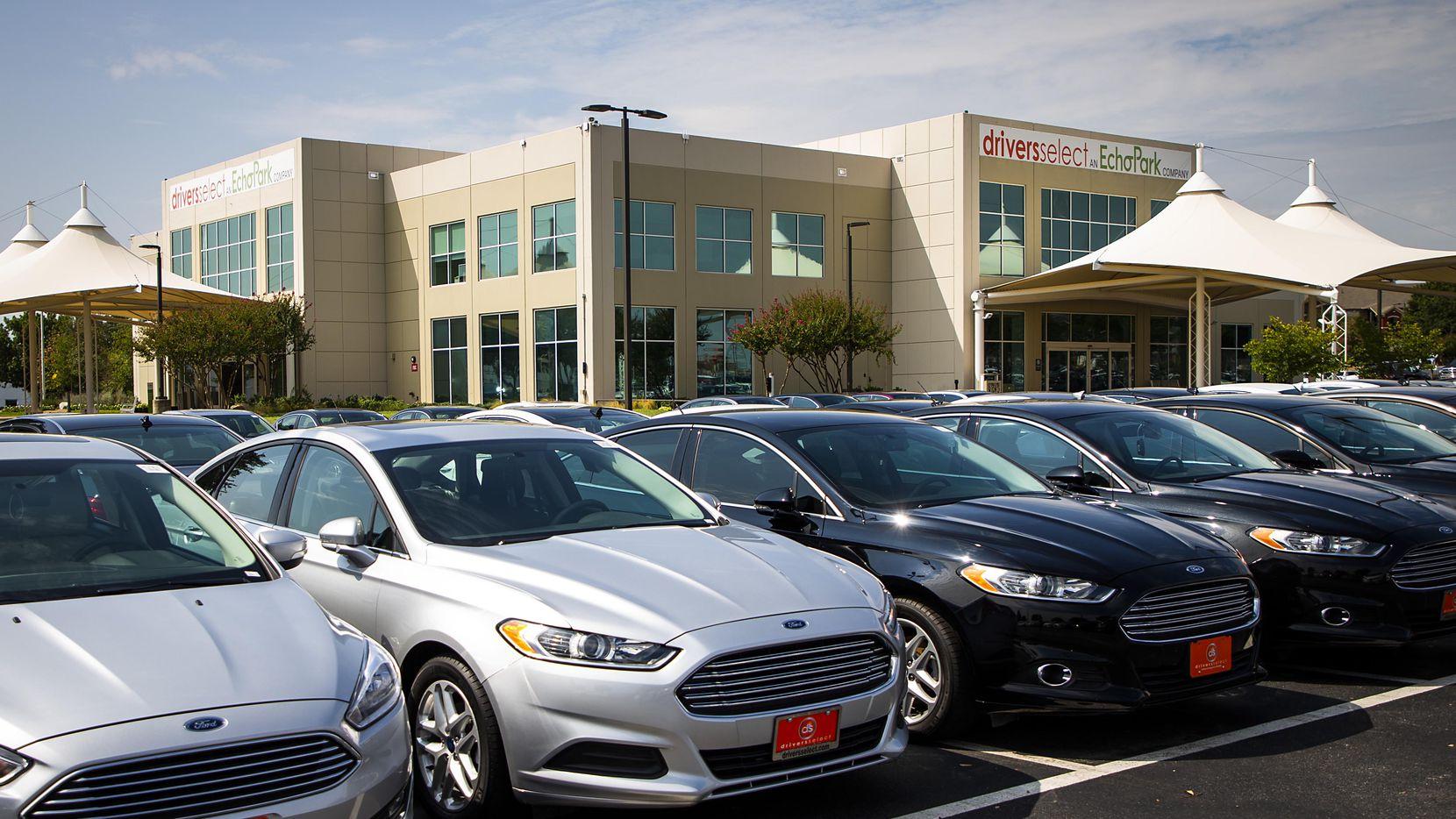 Para vender su carro, infórmese antes de ir a la concesionaria. Sepa lo que paga el concesionario y lo que pide por el vehículo.