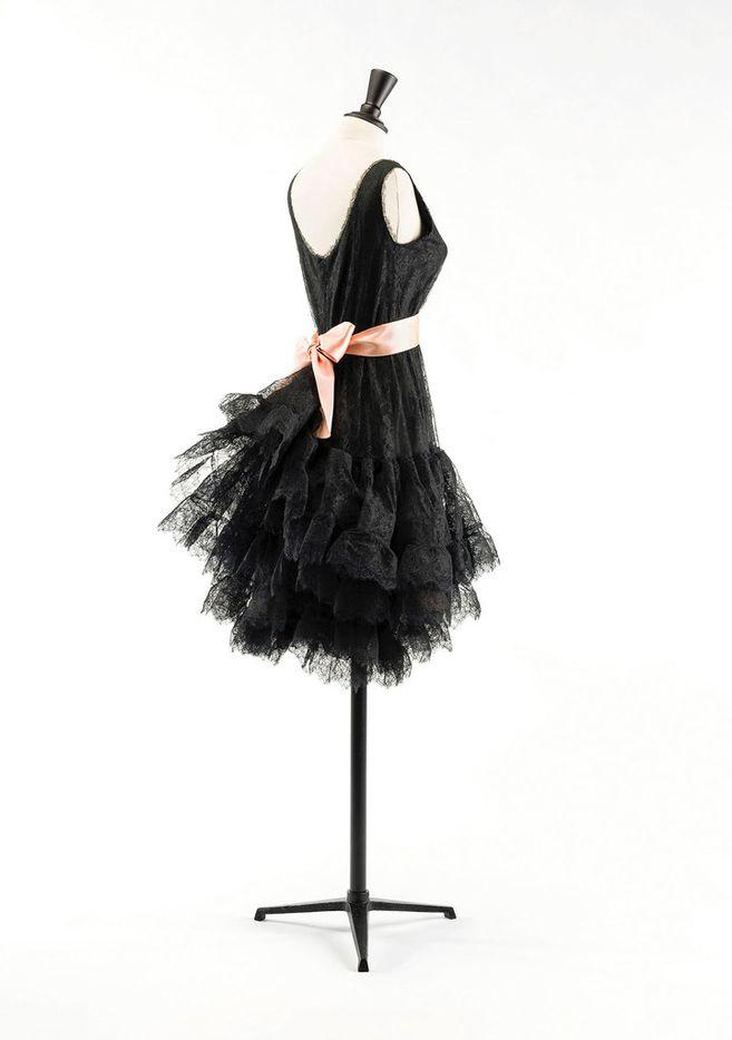 A Balenciaga summer 1965 gore dress was made using mechanical silk, chantilly lace on horsehair lace ribbon and pink satin ribbon.