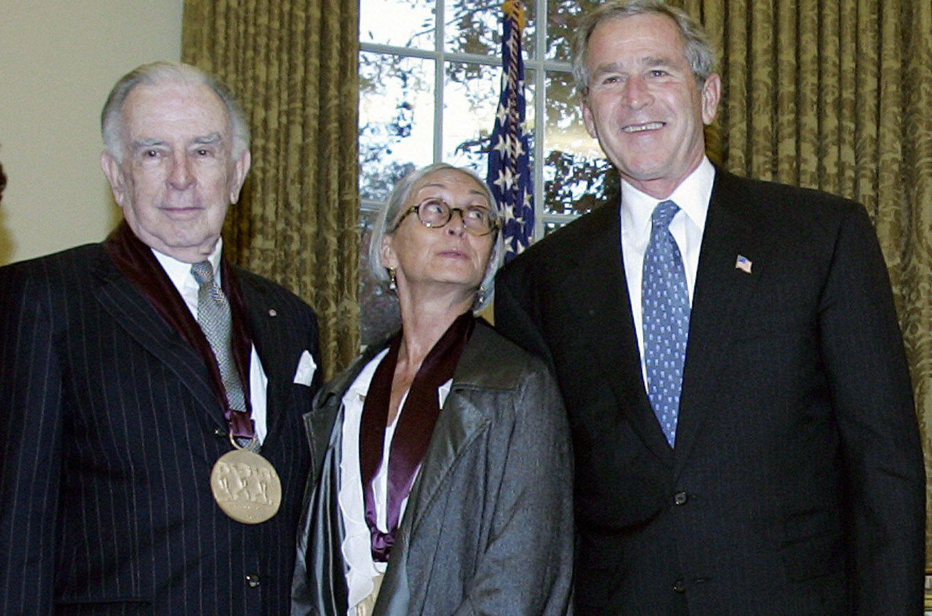 Carlisle Floyd, left, with dancer, producer, choreographer Twyla Tharp (center) and former President George W. Bush in 2004 during the presentation of the 2004 National Humanities Medal and National Medal of the Arts awards at the White House.