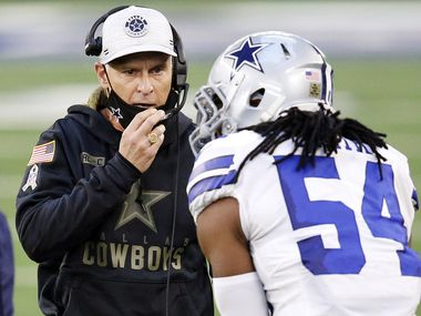 Cowboys defensive coordinator Mike Nolan talks to middle linebacker Jaylon Smith (54) during a second-quarter timeout against the Steelers at AT&T Stadium in Arlington on Sunday, Nov. 8, 2020.