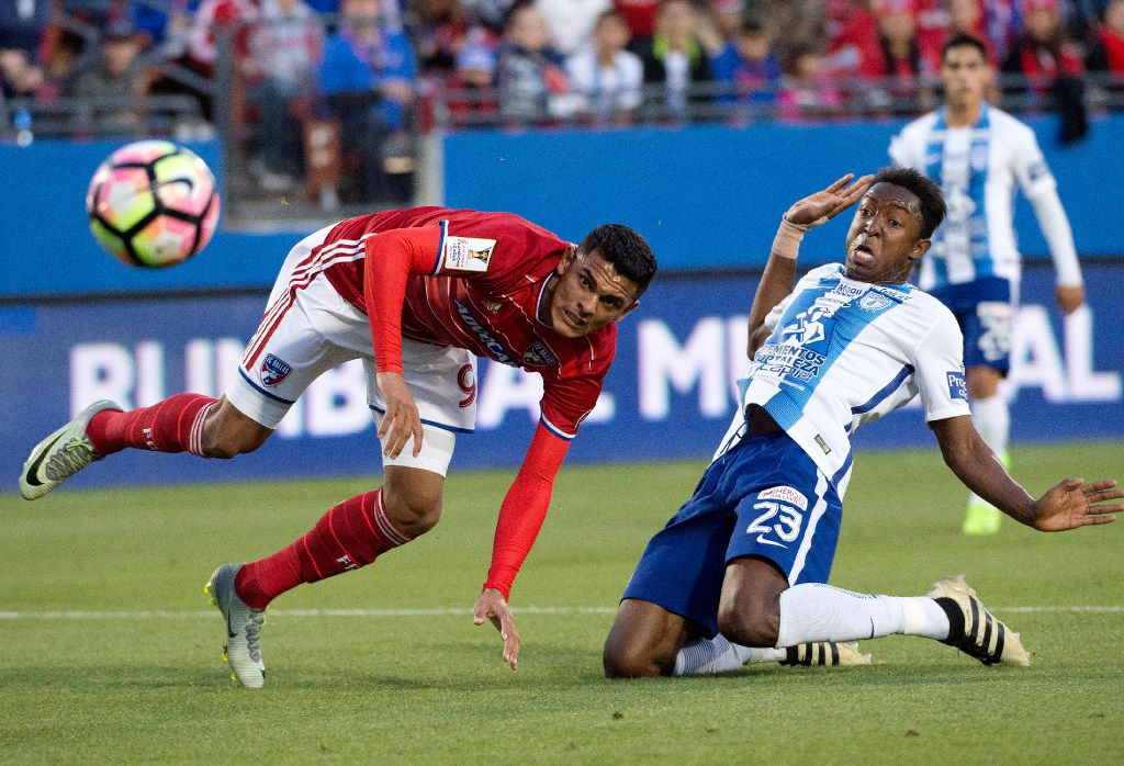 FC Dallas forward Cristian Colman (9) and Pachuca defender Oscar Murillo (23) watch Colman's shot go wide of the goal during the first half of a CONCACAF Champions League soccer semifinal, Wednesday, March 15, 2017, in Frisco, Texas. (AP Photo/Jeffrey McWhorter)