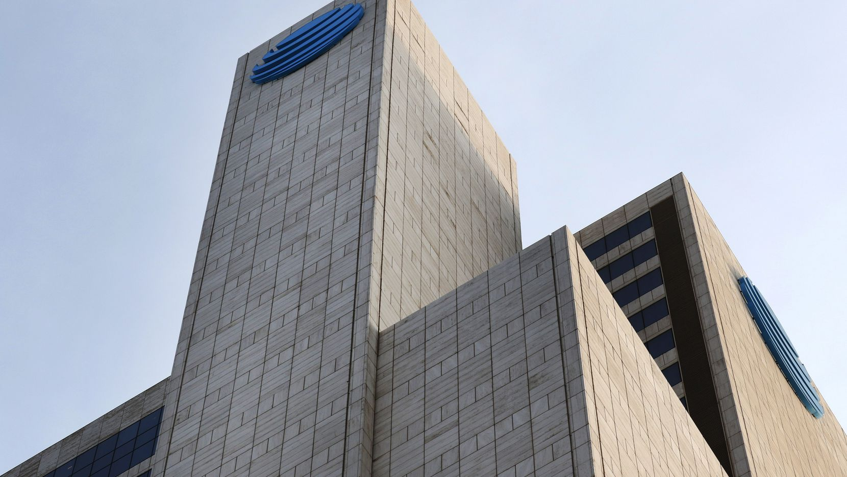 AT&T is adding thousands of exterior lights to its downtown Dallas headquarters tower.