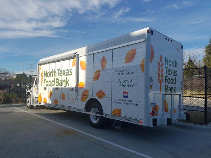 La despensa móvil visitará los siete colegios de Dallas County Community College District para apoyar a los estudiantes que lidian con incertidumbre alimenticia. El distrito de colegios reportó que 22,000 alumnos no saben de dónde va a provenir el siguiente alimento. (Cortesía: DCCCD)