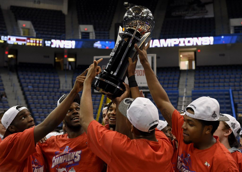 SMU players raise the 2017 AAC Championship trophy after defeating Cincinnati 71-56 on Sunday, March 12, 2017 at the XL Center in Hartford, Conn. (John Woike/Hartford Courant/TNS)