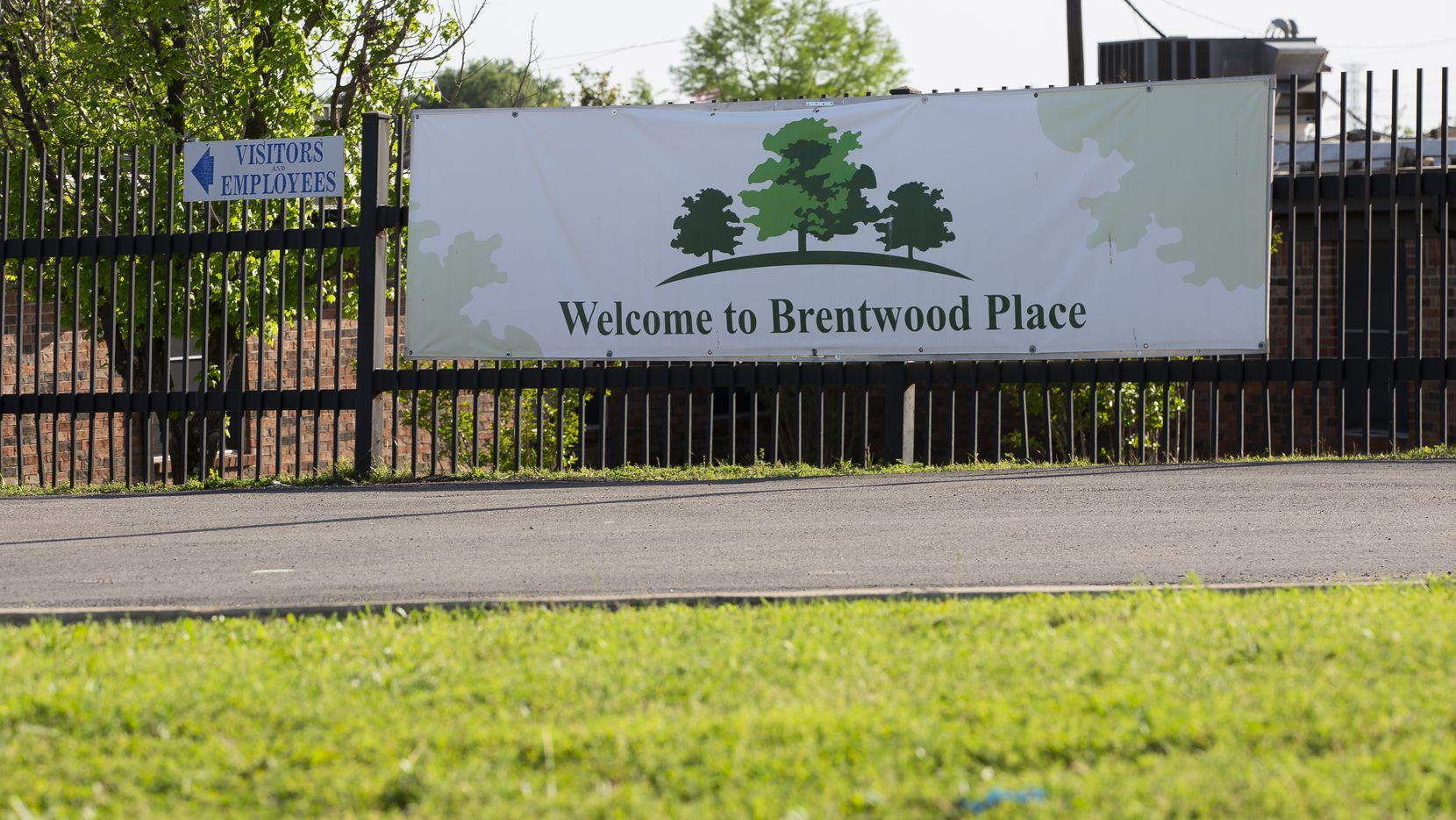 El exterior de Brentwood Nursing & Rehab donde se han dado decenas de casos de coronavirus.