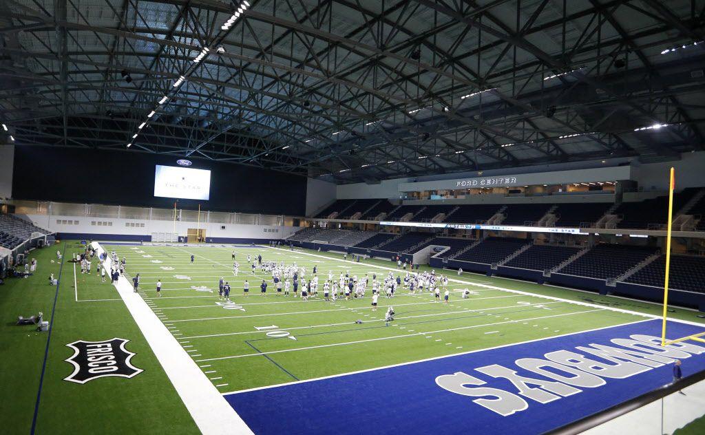Jugadores de los Cowboys de Dallas llevan a cabo una práctica el domingo dentro del Ford Center, el estadio de entrenamientos dentro del complejo The Star, en Frisco. (DMN/VERNON BRYANT)