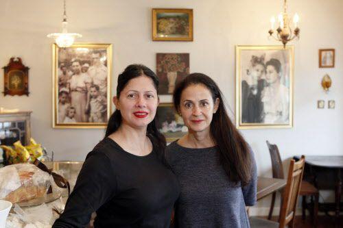 Rita Vázquez Baños y Sara Vázquez son propietarias de Cuban Dulcería International Bakery, en Carrollton.