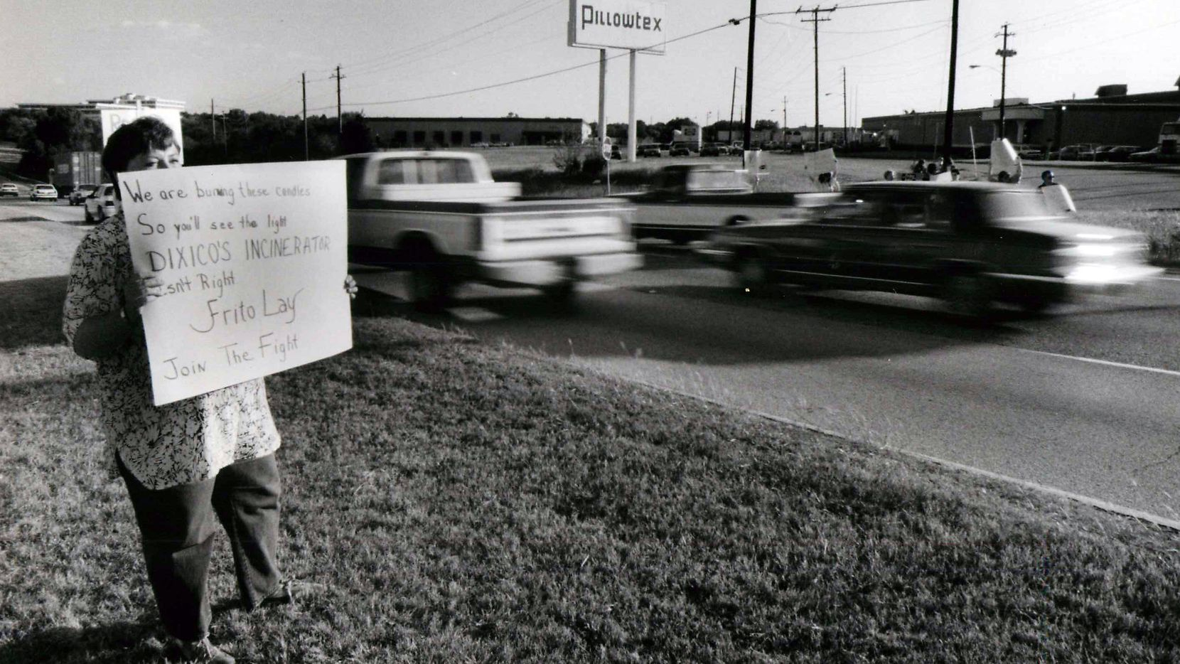 In this 1989 file photo, Roberta Becker pickets a Frito Lay distribution center at Kiest Boulevard and Loop 12. She and about 20 other protesters called for a boycott of Frito Lay as part of a larger action protesting the application for a hazardous waste incinerator permit by Dixico Inc., a Frito Lay packaging manufacturer.